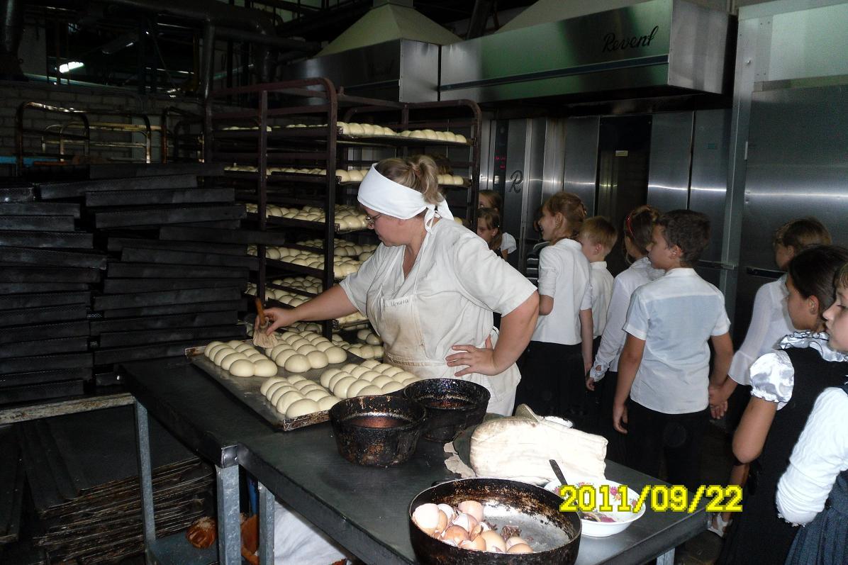 Как готовят булочки на хлебозаводе